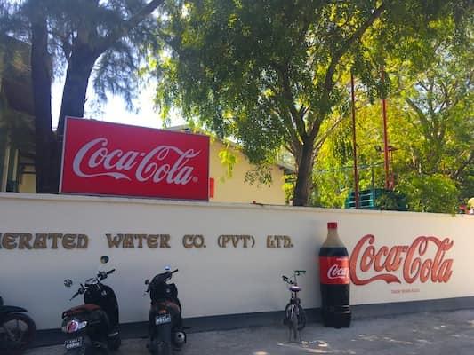 Fabrica Coca Cola din Thulusdhoo Maldive