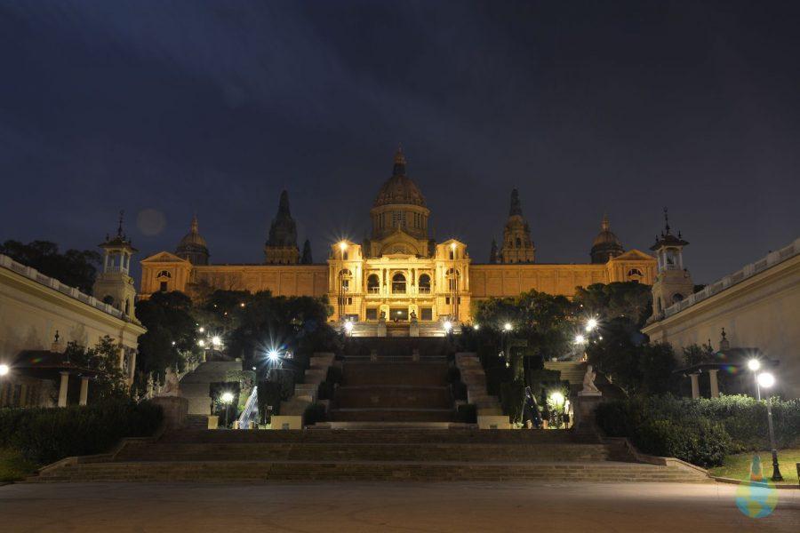Castel Montjuic poza noaptea lumini