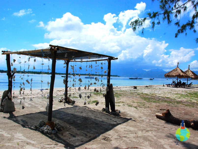 Umbrar cu scoici , plaja Gili Trawangan