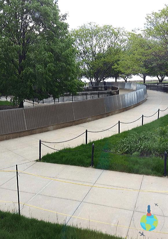 Zidul pe care sunt inscripționate numele tuturor imigranților