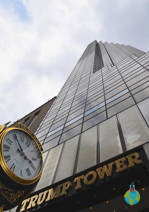 Trump Tower și ceasul din fața turnului