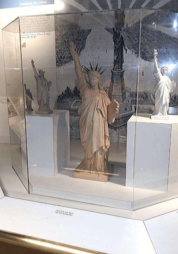 Replici din Muzeul Statuii Libertății