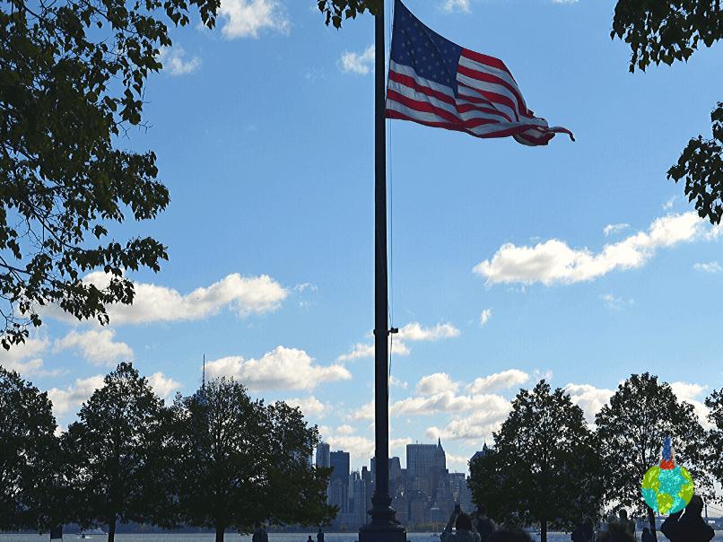 Steagul american de pe Ellis Island