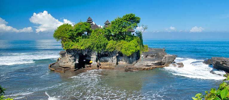 Bali amână primirea turiștilor străini luna viitoare - Tanah Lot Temple va fi vizitat doar de localnici