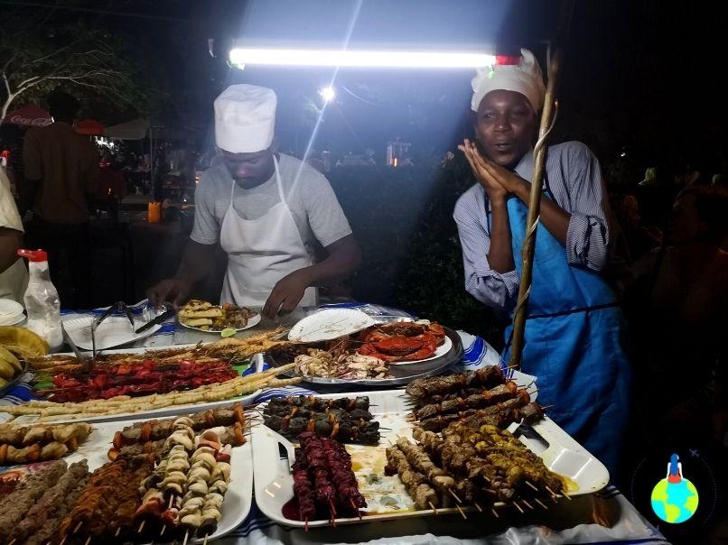 Piața de Noapte din Stone Town - Tarabă cu mâncare