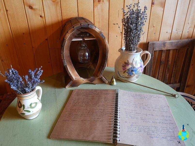 Cartea de oaspeți de la Viscri 195