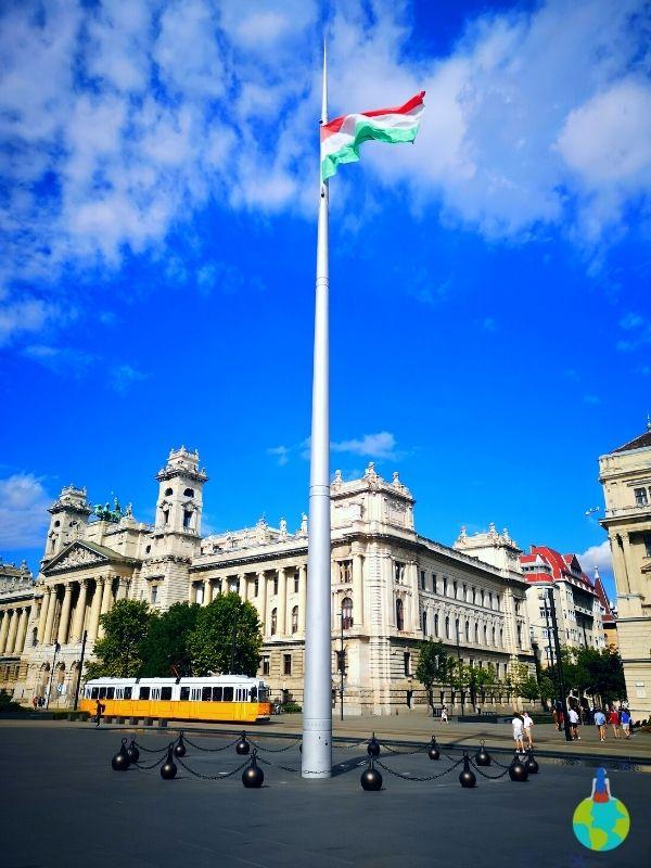 Piața din fața Parlamentului Ungar