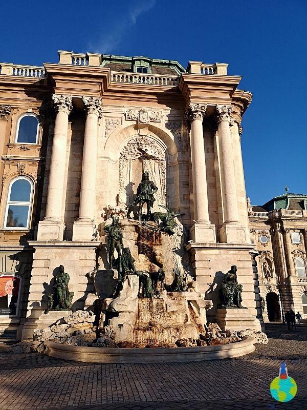 În curtea Castelului Buda