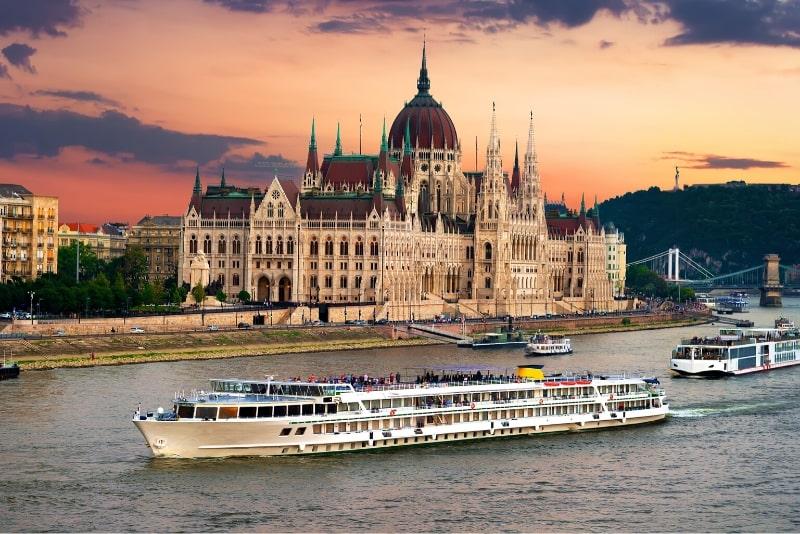 Croazieră în Budapesta cea mai romantică dintre capitale Foto: TourScanner