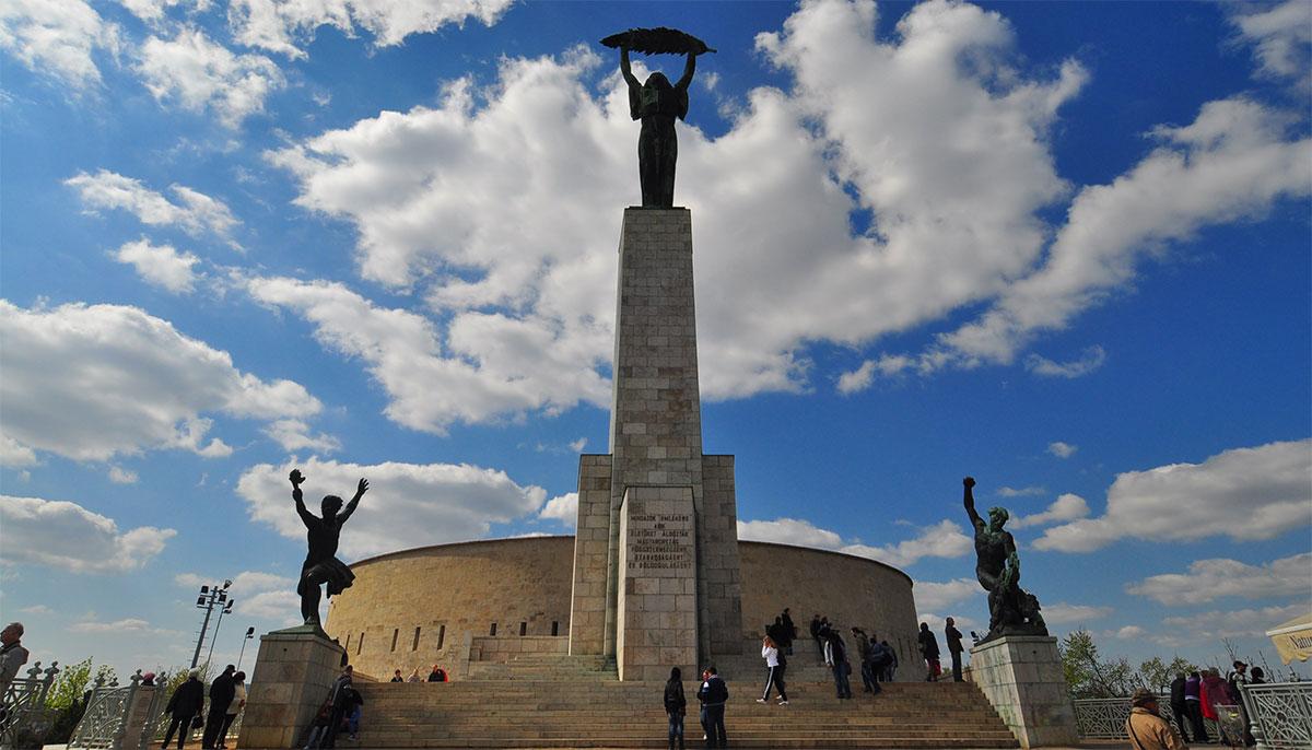 Citadella de pe dealul Gellert și Statuia Libertății, Foto Tvl.ro