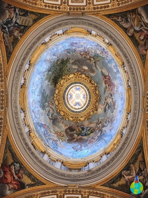Cupola de deasupra statuii La Pieta