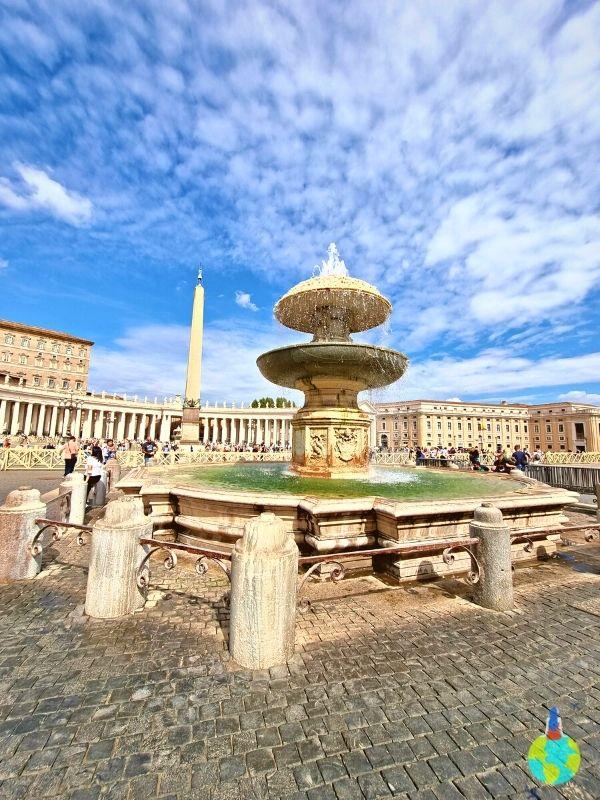 Fântâna din Piazza San Pietro